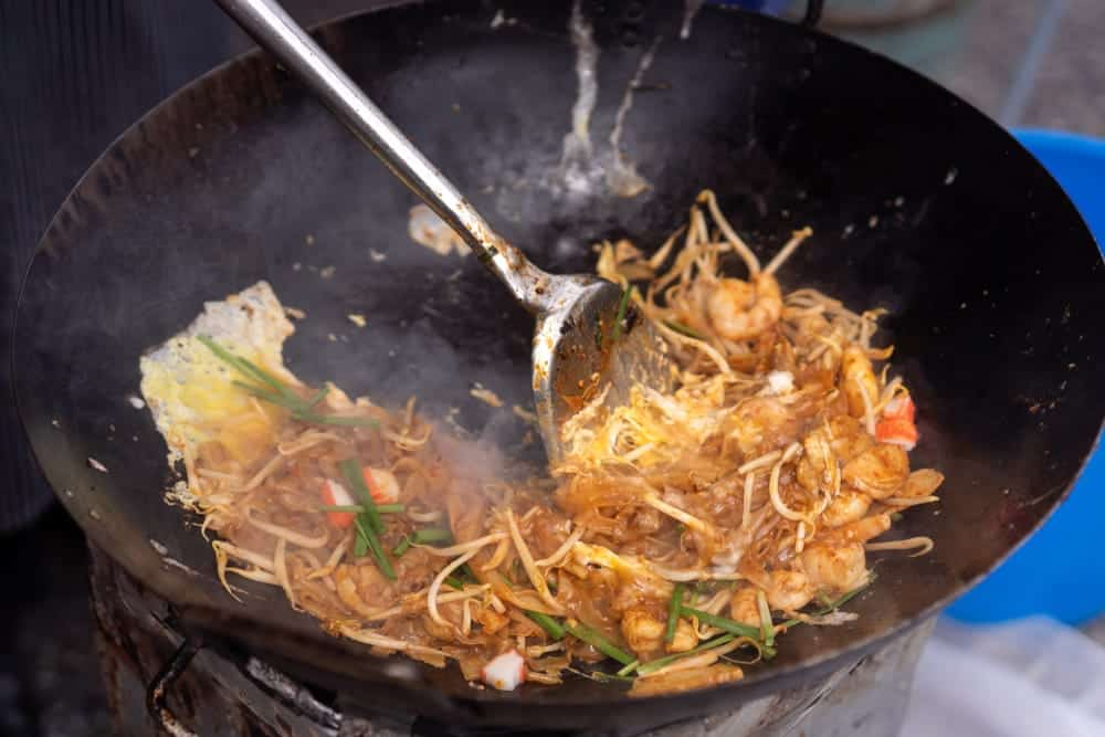 chef cooking kway teow mee