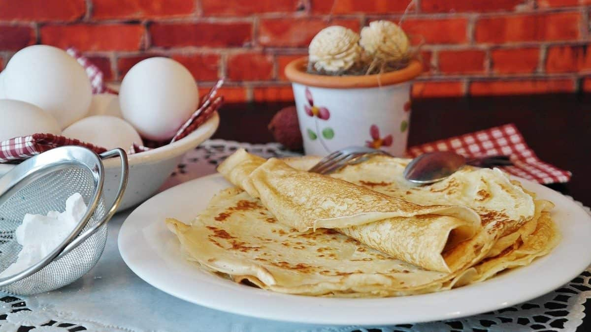 egg recipe pancake and eggs on a table