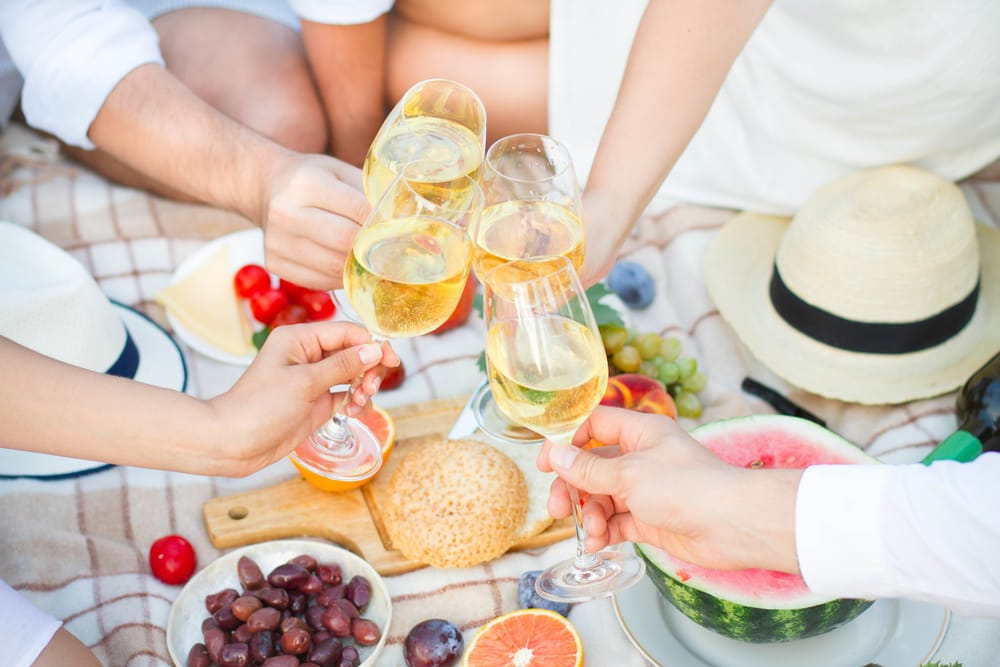 plastic-glasses-for-picnics