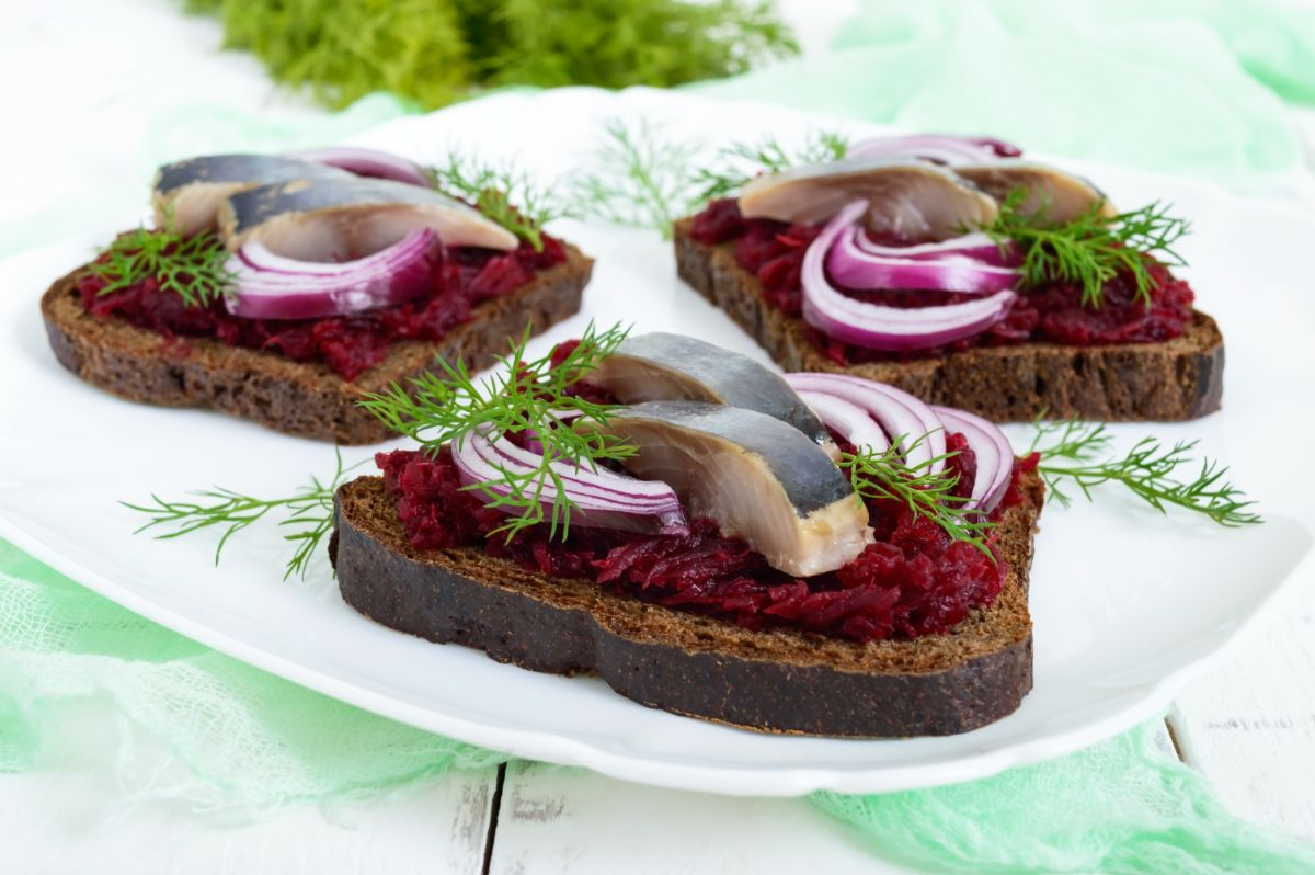Beet root toast