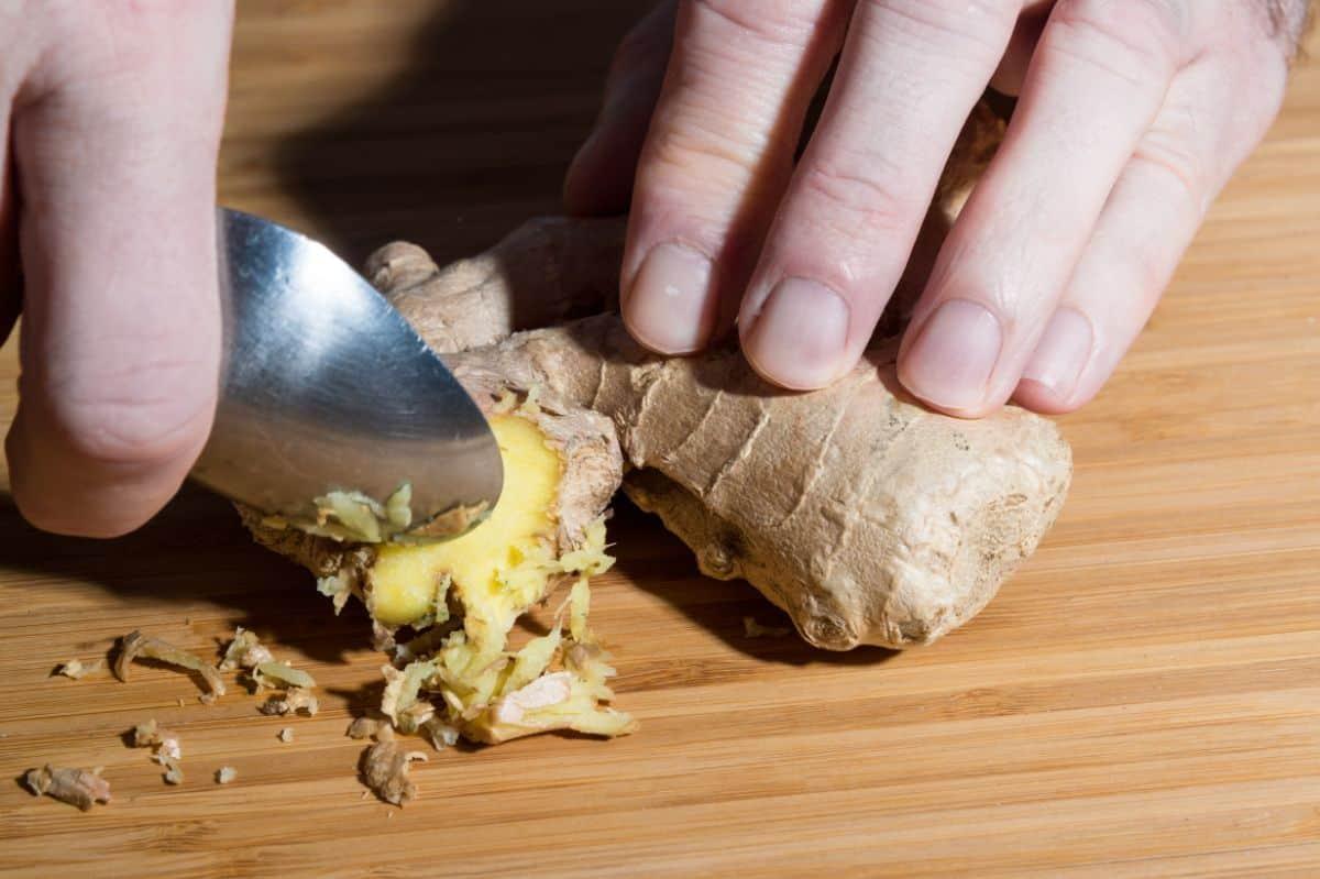 peeling ginger using spoon